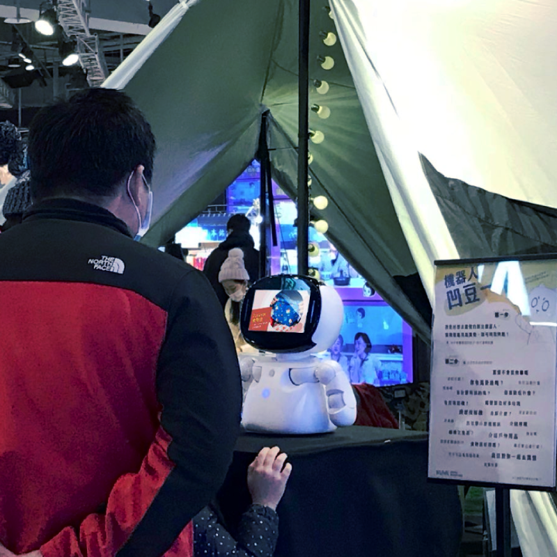 Kebbi Air S – Robot Creator 機器人組裝套件 Brevity 簡報工具 讓傳統圖文,化為有互動性的機器人娛樂表演 產品介紹、導覽、繪本故事等都能利用簡報工具加上語音及肢體動作,讓 Robot Creator 幫你生動的展演發表,還能加上選單及問答,與觀眾互動。