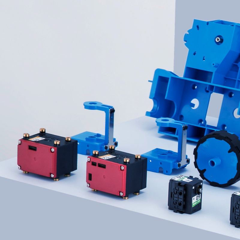 Kebbi Air S – Robot Creator 機器人組裝套件 包含骨架、外殼、馬達、線材、電路板等,共 107個零件。不同於一般模型玩具輕薄纖細,拿在手上,你可以感受的零件的厚實感,這是我們對於機器人品質及強度要求的用心。