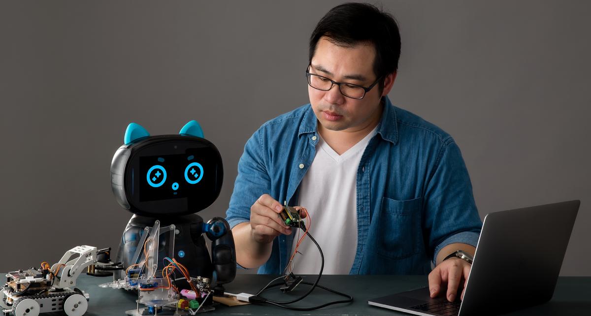 Kebbi Air S – Robot Creator 機器人組裝套件 CodeLab 程式實驗室可以利用 MQTT 傳輸協定,可與其他開發板進行連動,不論是 Micro:bit 還是 Arduino 都沒問題,將智能機器人融入你的 AIoT 創意場景中,讓應用更生動!還能透過 MQTT 設置與 Siri 及 OK Google 其他語音助理進行連動應用。