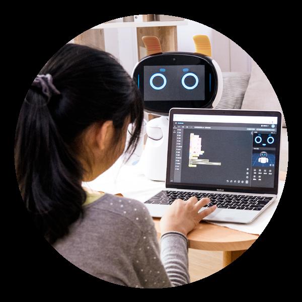 Kebbi Air S STEAM教育|從語音、移動,到相機、觸控感測、人臉辨識等,超過4千萬種組合都能自由編輯!